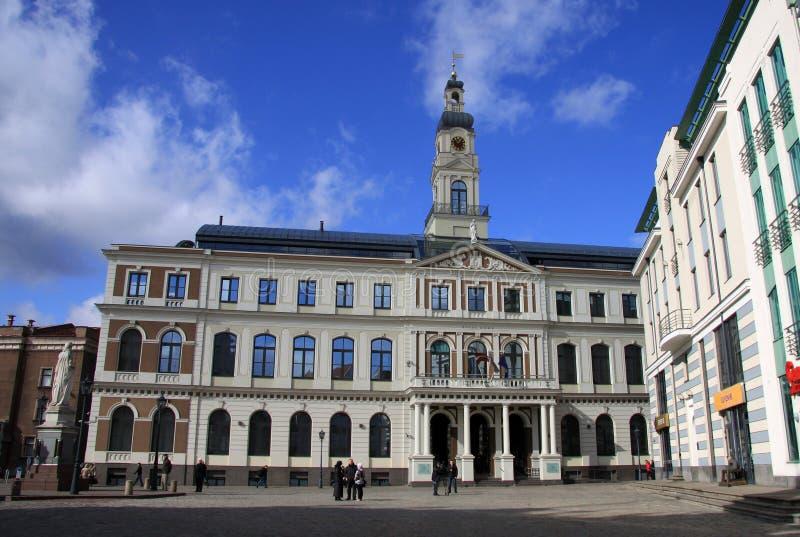 Edificio del Ayuntamiento de Riga en la ciudad Hall Square imagen de archivo