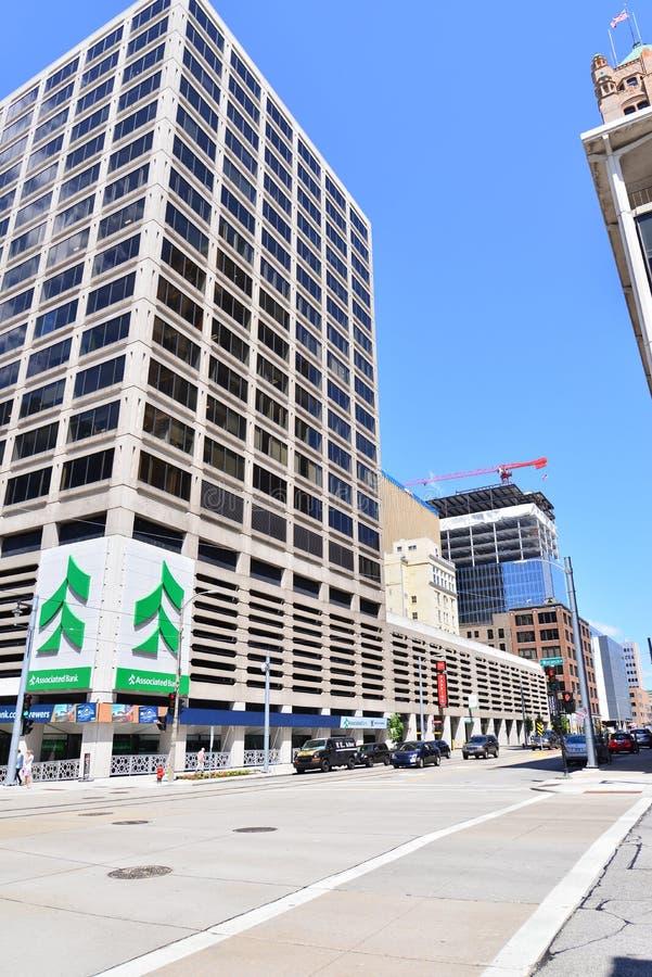 Edificio del banco asociado en el centro de Milwaukee fotos de archivo libres de regalías