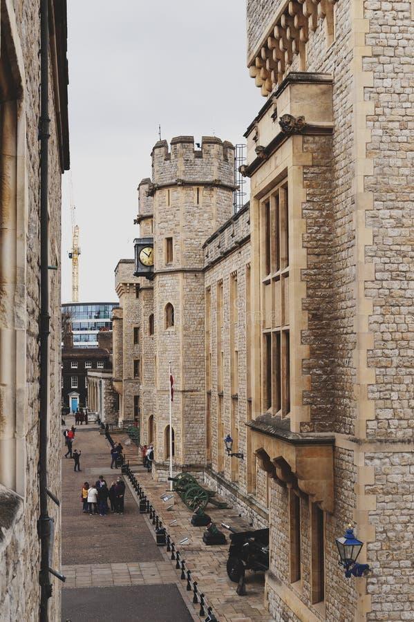 Edificio del bloque de Waterloo, lugar para la exposición de las joyas de la corona en la torre de Londres, castillo histórico y  imagenes de archivo
