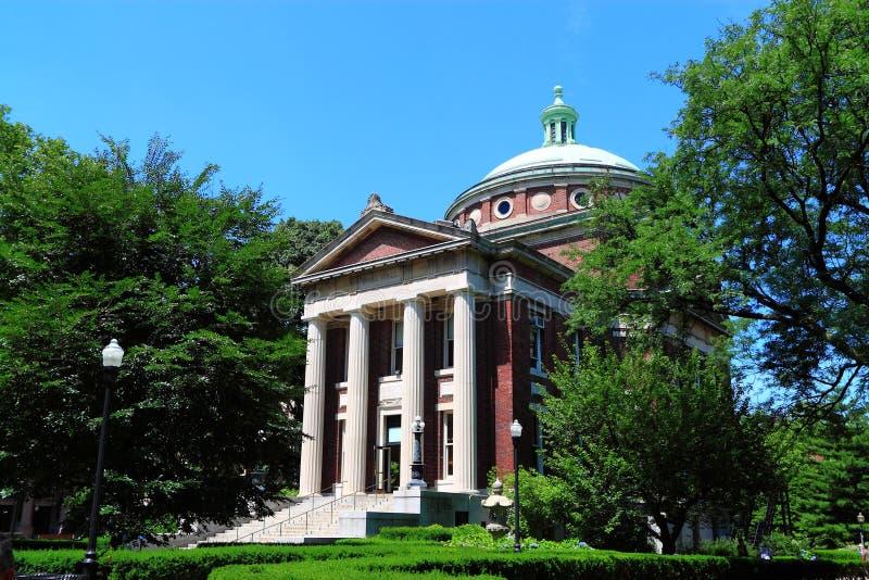 Edificio del campus de Universidad de Columbia fotos de archivo