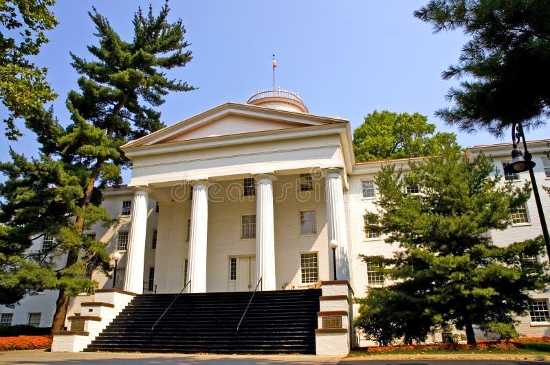 Edificio del campus universitario foto de archivo libre de regalías