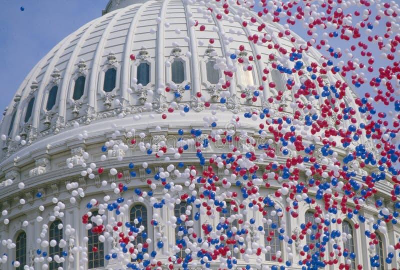 Edificio del capitolio de los E.E.U.U. con los globos fotos de archivo libres de regalías