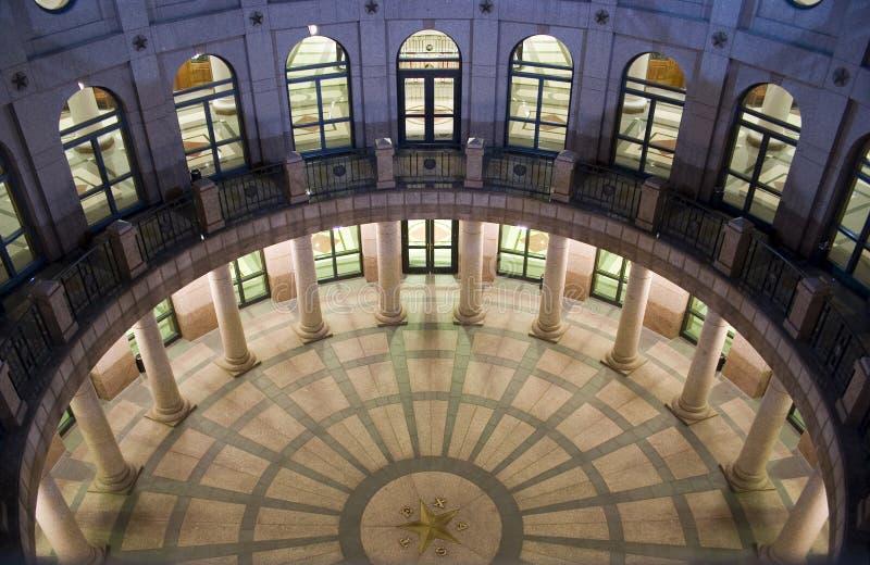 Edificio del capitolio del estado en la noche en Austin céntrica, Tejas imagen de archivo