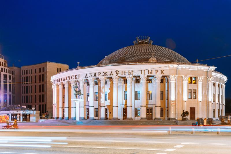Edificio del circo bielorruso del estado en avenida de la independencia en Minsk fotos de archivo