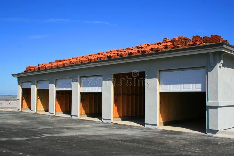 Edificio del garage bajo construcción imágenes de archivo libres de regalías