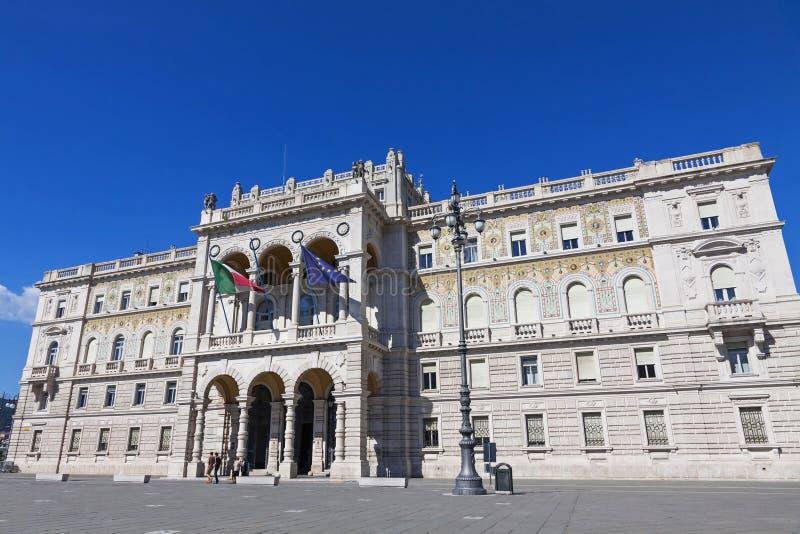 Edificio del gobierno en la unidad del cuadrado de Italia, Trieste, Italia imagen de archivo