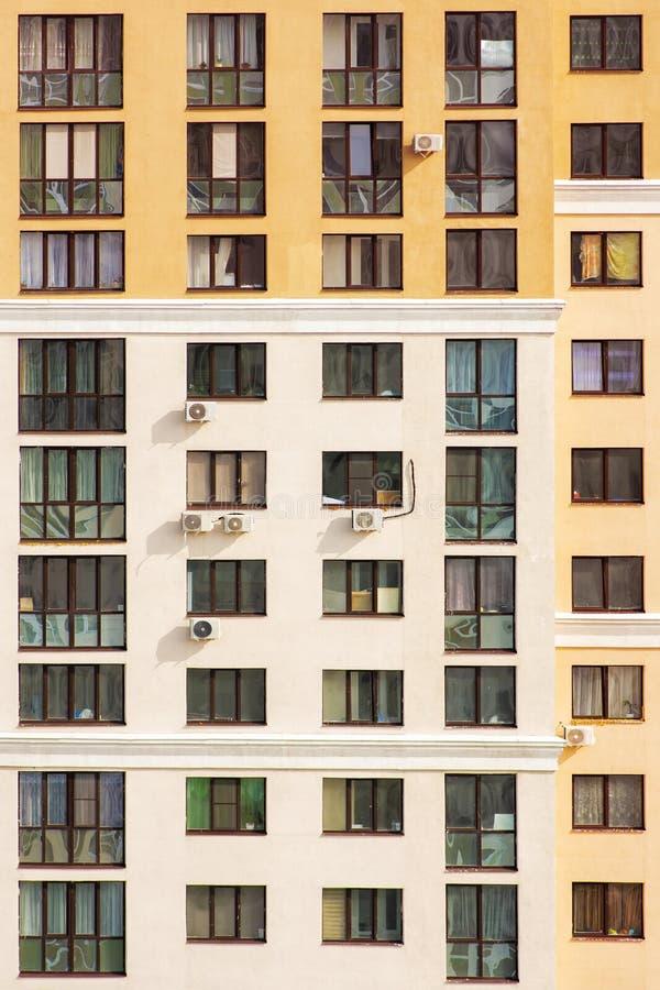 Edificio del hich de la oficina del marco del primer Interior de Windows Concepto para el empleo, cultura corporativa imagen de archivo libre de regalías