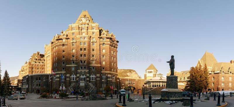Edificio del hotel de las primaveras de Banff Fairmont, que es un hito histórico en el parque nacional de Banff imagen de archivo libre de regalías