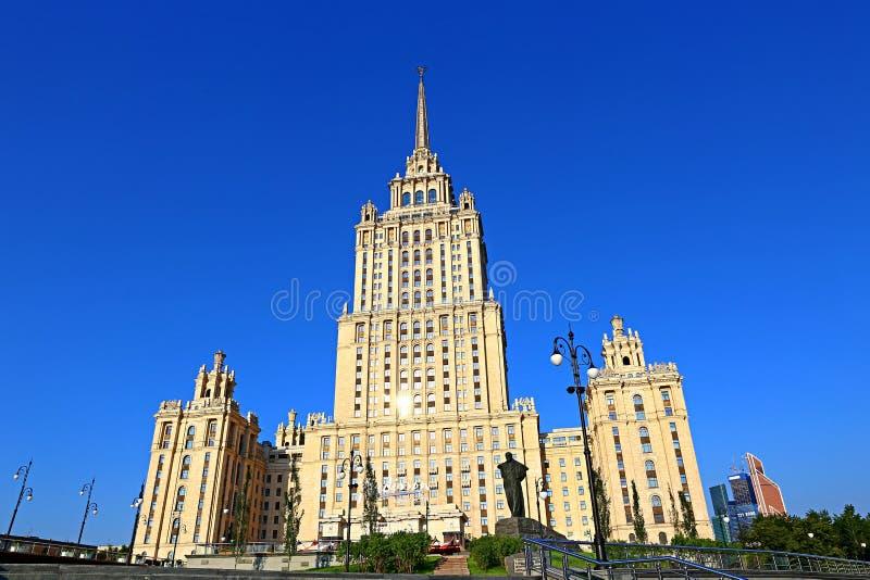 Download Edificio Del Hotel De Radisson Ucrania Foto editorial - Imagen de estructura, calle: 42425136