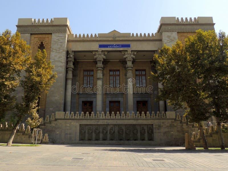 Edificio del Ministerio de Asuntos Exteriores de Irán - imitación de la arquitectura de Persepolis imagen de archivo libre de regalías