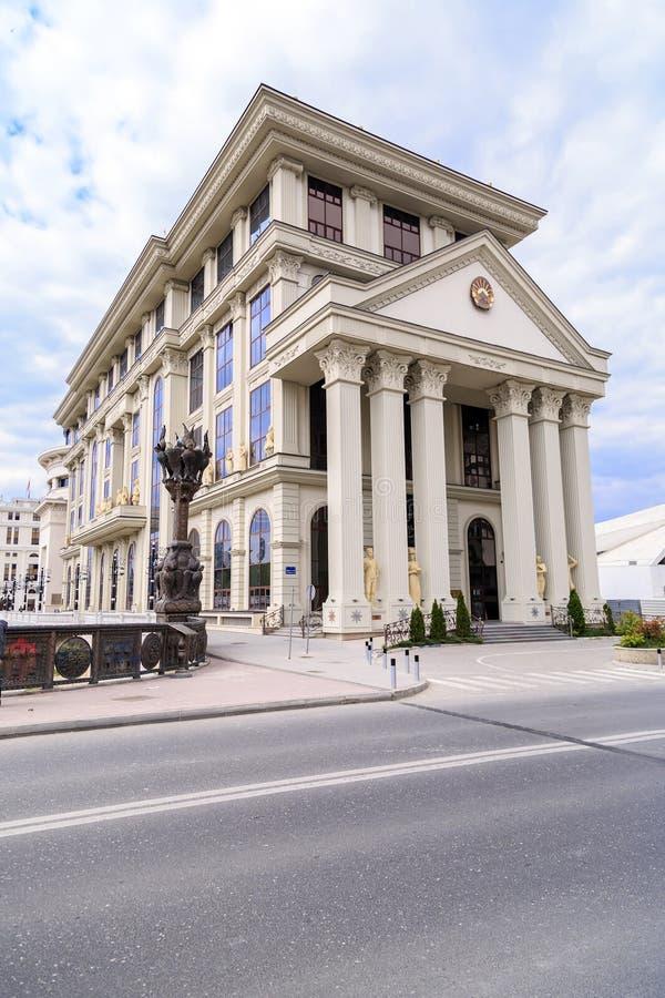 Edificio del Ministerio de Asuntos Exteriores macedónico por el Vardar foto de archivo