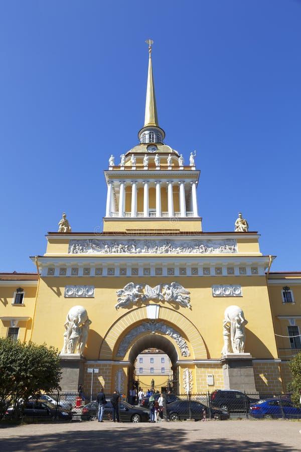 Edificio del Ministerio de marina en St Petersburg imagen de archivo