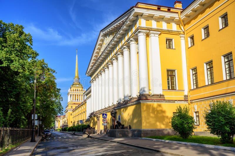 Edificio del Ministerio de marina, St Petersburg, Rusia imágenes de archivo libres de regalías