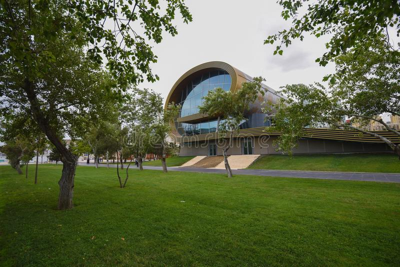 Edificio del museo de la alfombra foto de archivo libre de regalías