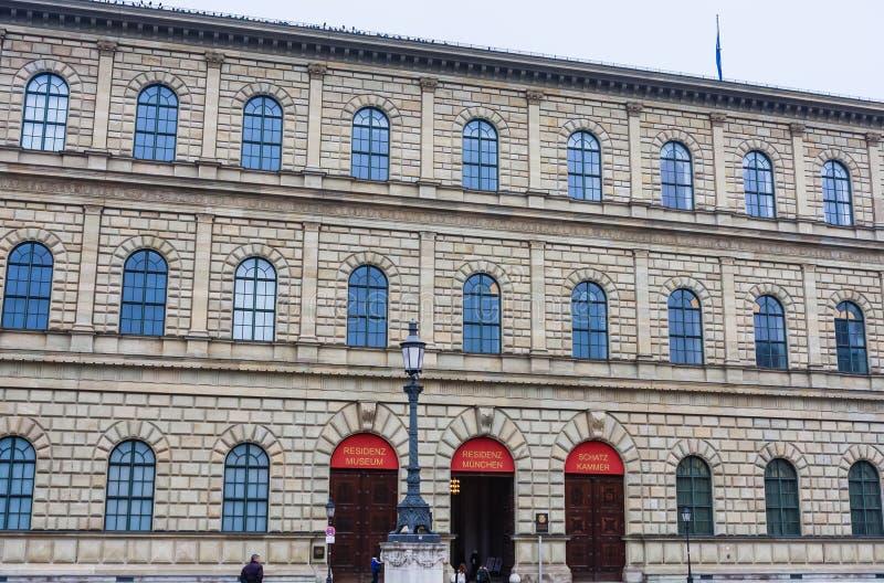 Edificio del museo de Residenz en Máximo-José-Platz en Munich imagen de archivo
