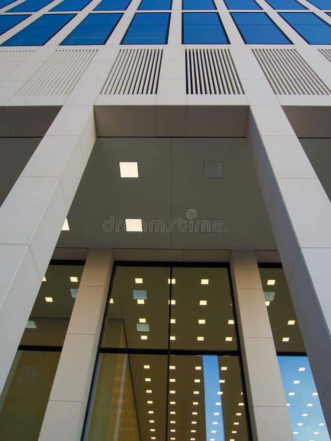 Download Edificio Del Negocio (torre De Taunus) En Francfort, Alemania Imagen de archivo - Imagen de alto, apartamento: 42442665