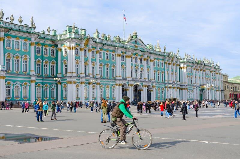 Edificio del palacio del invierno de la ermita del estado, cuadrado del palacio, St Petersburg, Rusia foto de archivo libre de regalías