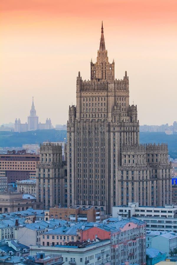 Edificio del rascacielos del Ministerio de Asuntos Exteriores de la Federación Rusa en Moscú foto de archivo