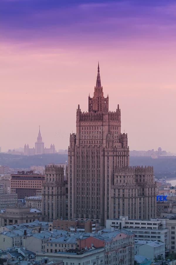 Edificio del rascacielos del Ministerio de Asuntos Exteriores de la Federación Rusa en Moscú, visión aérea imagen de archivo libre de regalías