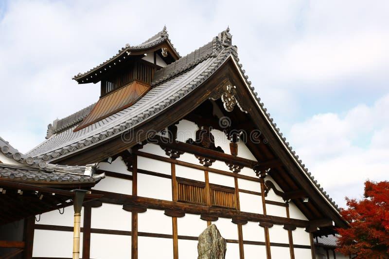 Edificio del ` s Kuri di Tenryu-ji e fogliame di autunno immagini stock libere da diritti