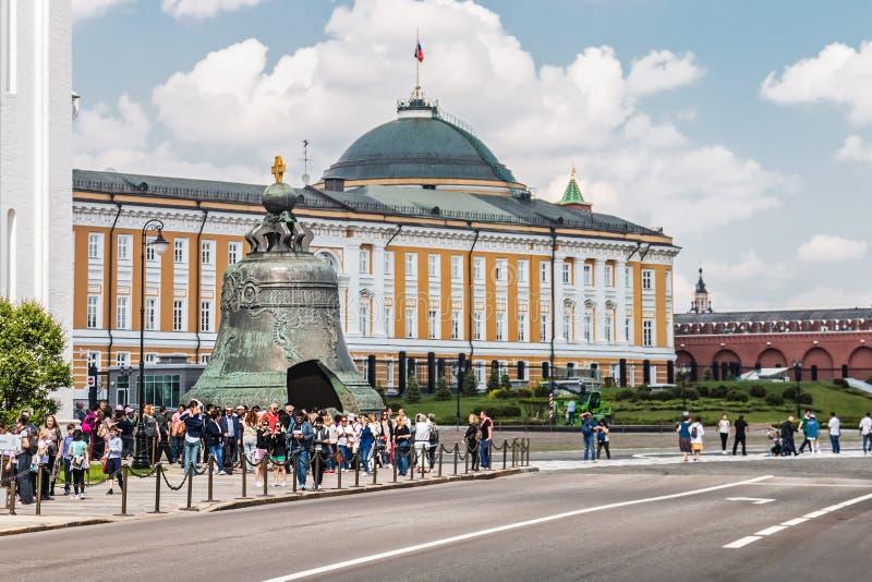 Edificio del senado y campana del zar en la Moscú el Kremlin fotografía de archivo libre de regalías