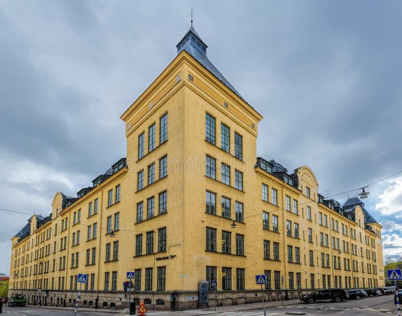 Edificio del skola de Sofía, escuela primaria elemental, la construcción de escuelas monumental pasada en Estocolmo en el día nub foto de archivo