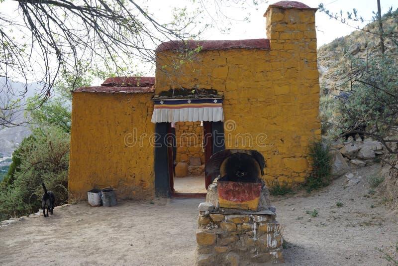 Edificio del Tibet intorno a Sera Monastry immagini stock libere da diritti