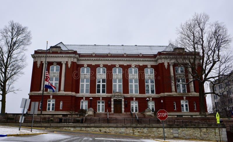 Edificio del Tribunal Supremo estatal de Missouri en nieve que cae foto de archivo libre de regalías