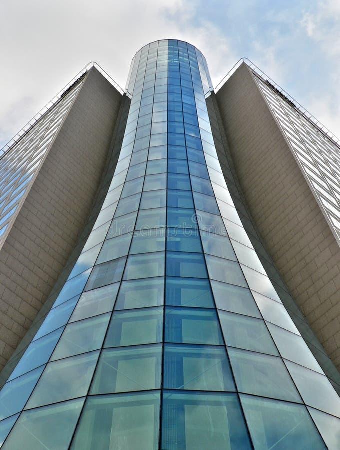 Edificio del tubo de cristal foto de archivo libre de regalías