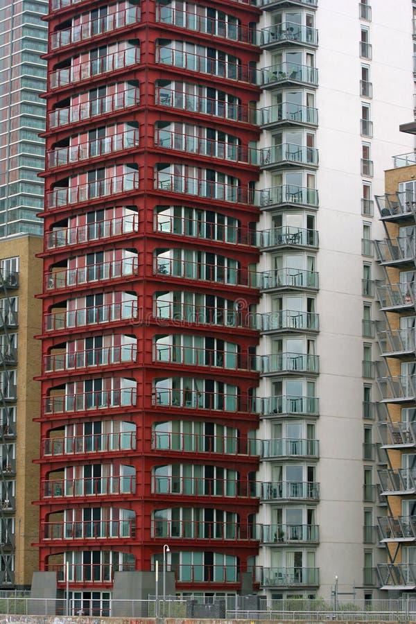 Edificio delantero rojo imagenes de archivo