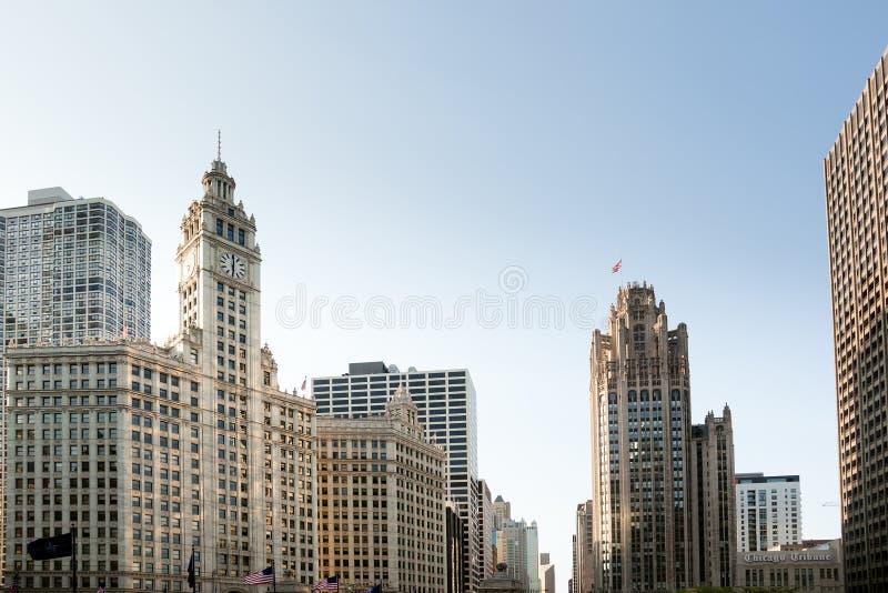 Edificio della torretta e del Wrigley del Chicago Tribune fotografia stock