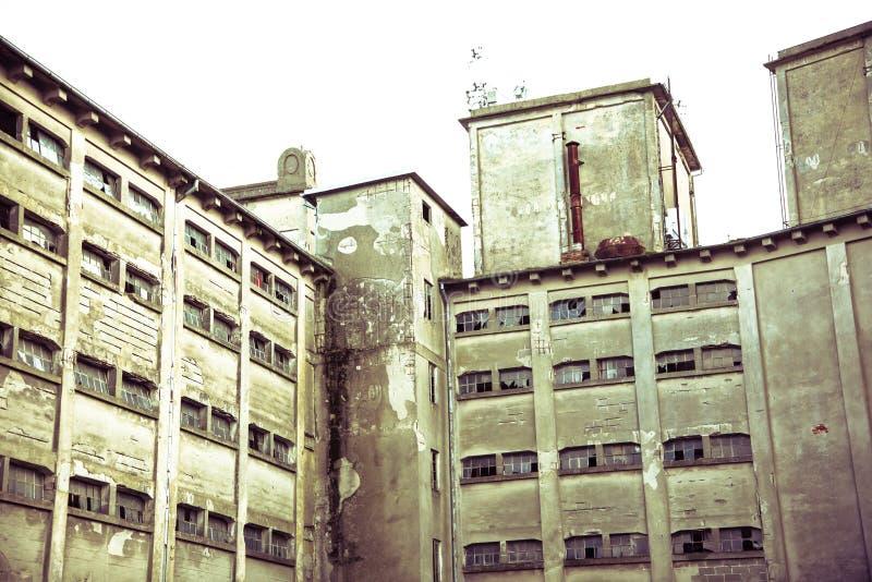 Edificio destruido en la línea de frente anterior de la guerra fotos de archivo libres de regalías