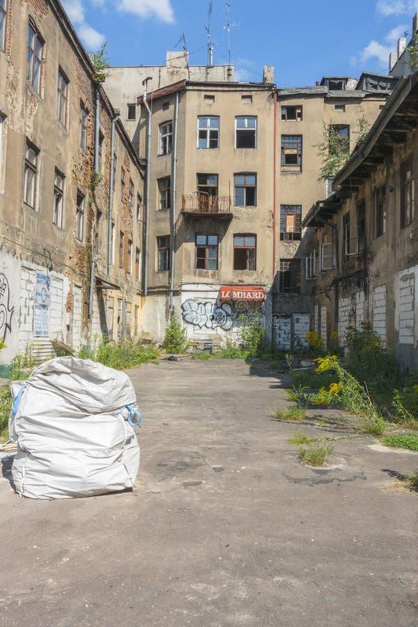 edificio destruido viejo en Lodz imagen de archivo