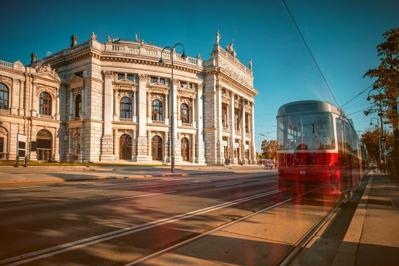 Edificio di Burgtheater a Vienna fotografie stock libere da diritti