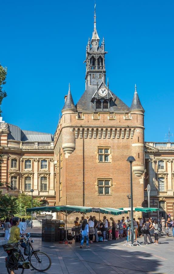 Edificio di Donjon du Capitol al quadrato di generale de Gaulle a Tolosa fotografia stock libera da diritti