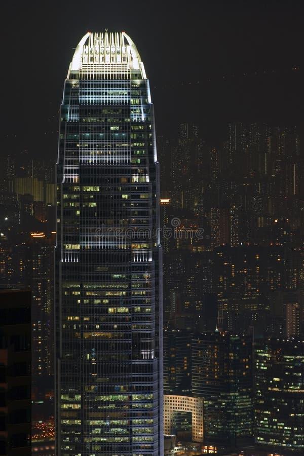 Edificio di Hong Kong entro la notte fotografia stock libera da diritti