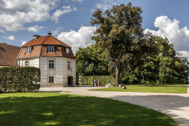 Edificio di Manufaktura in Nieborow fotografia stock libera da diritti