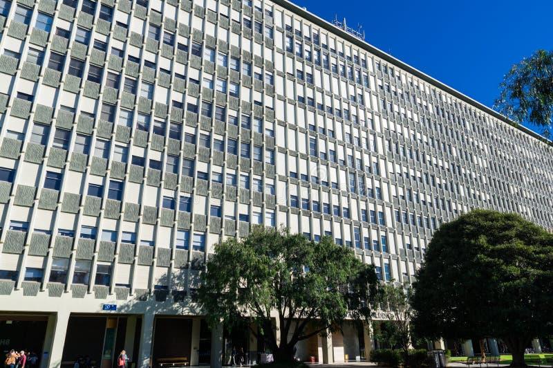Edificio di Menzies sulla città universitaria di Clayton dell'università di Monash a Melbourne fotografia stock