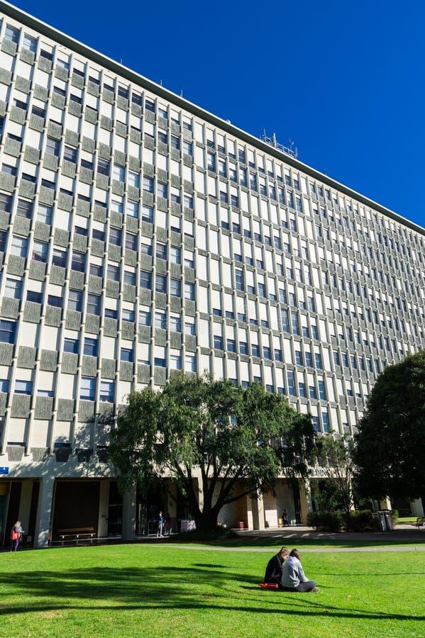 Edificio di Menzies sulla città universitaria di Clayton dell'università di Monash a Melbourne immagine stock libera da diritti