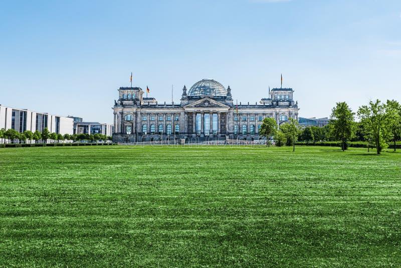 Edificio di Reichstag a Berlino, Germania, punto d'incontro del Parlamento tedesco Bundestag immagini stock