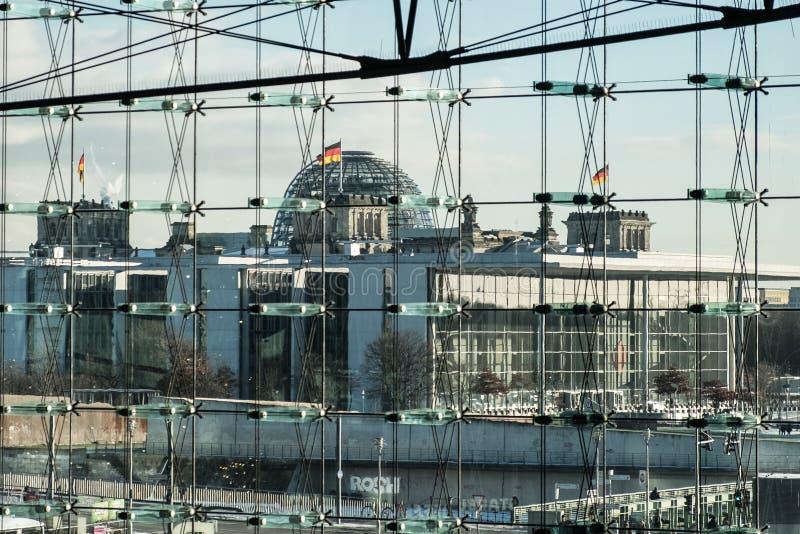 Edificio di Reichstag e Pal Loebe Haus, Berlino immagini stock libere da diritti