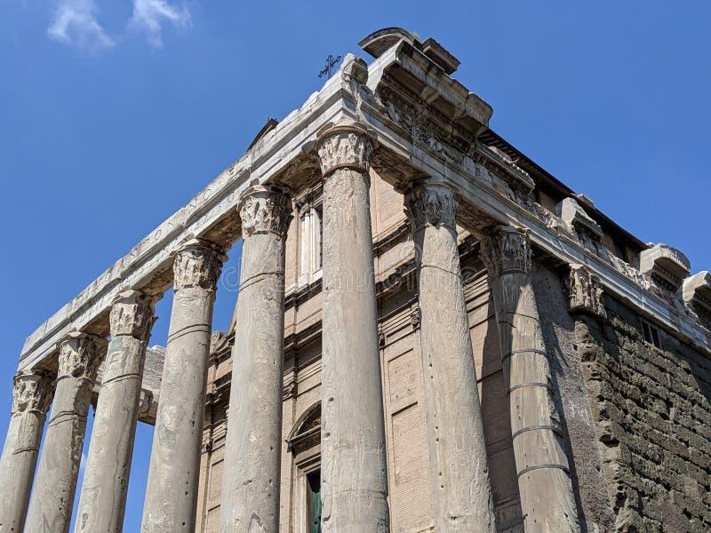 Edificio di Roman Forum con le colonne fotografia stock