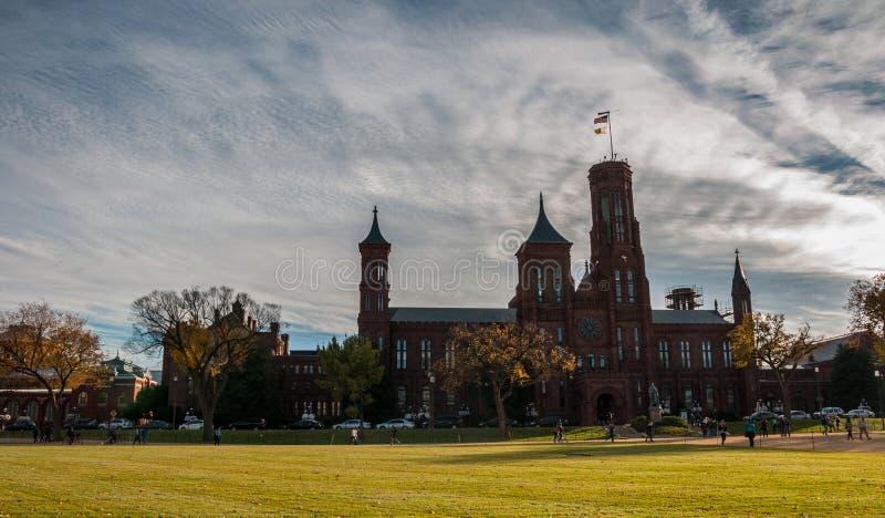 Edificio di Smithsonian Institution sul centro commerciale nazionale immagini stock libere da diritti