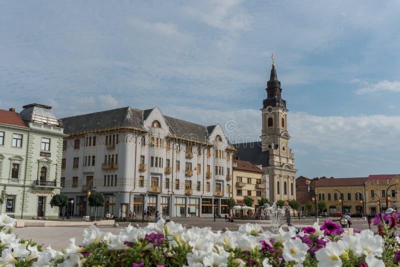 Edificio en el centro de Oradea, Rumania imagenes de archivo