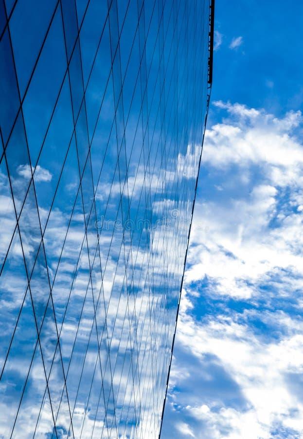 Edificio en el cielo imagen de archivo libre de regalías