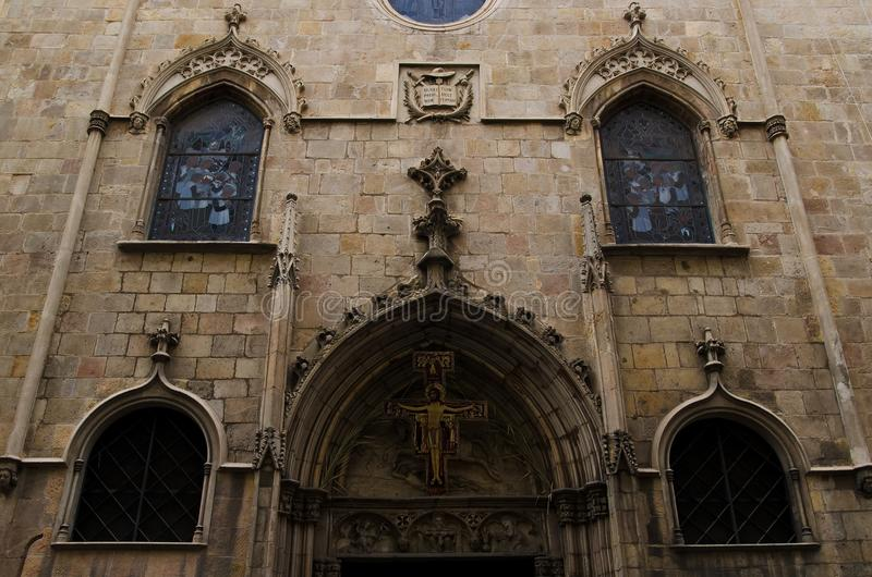Edificio en el cuarto gótico de Barcelona fotos de archivo