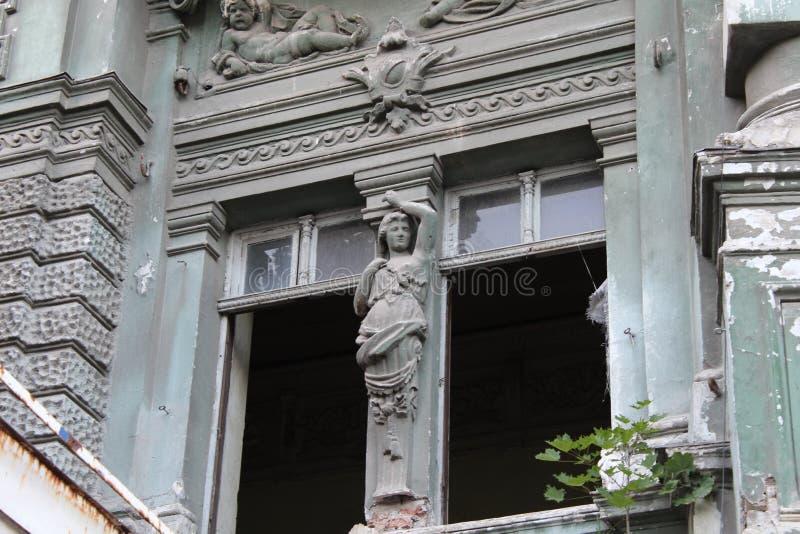 Edificio en la ciudad de Odessa con arquitectura hermosa foto de archivo libre de regalías