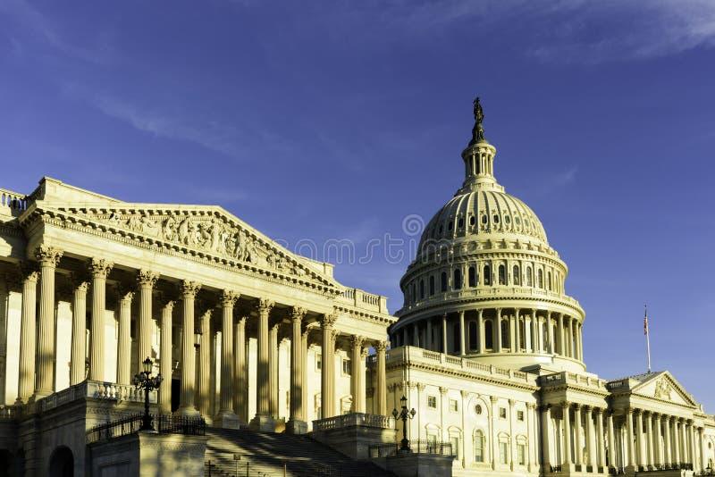 Edificio en la salida del sol - Washington DC Estados Unidos del capitolio de Estados Unidos imagen de archivo libre de regalías