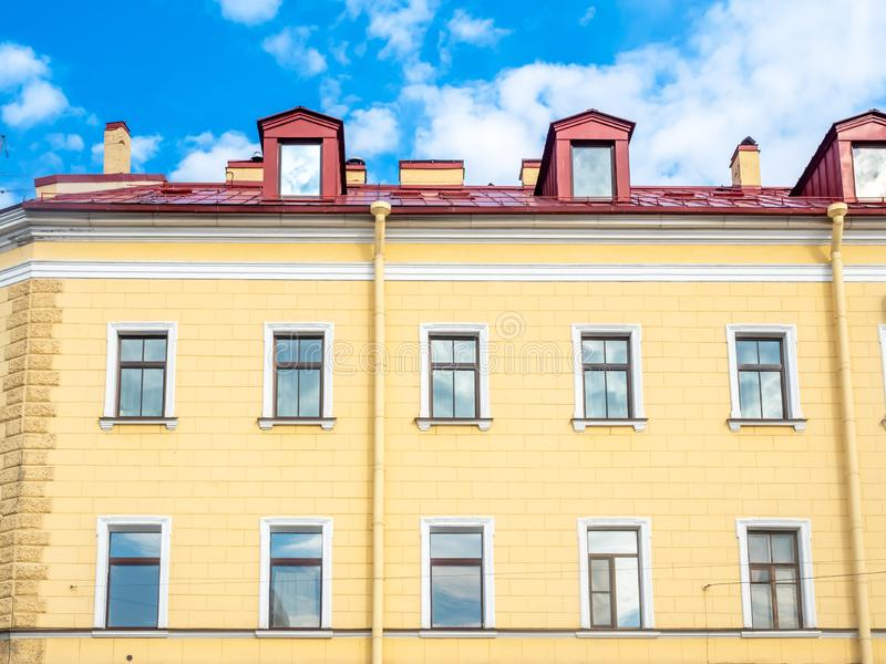 Edificio en St Petersburg, Rusia imagenes de archivo