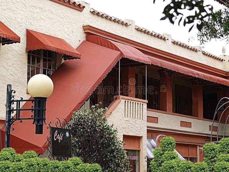 Edificio español en aldea pintoresca fotografía de archivo libre de regalías